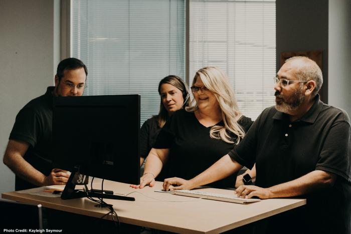 Team-Computer-Huddle.png?mtime=20190820122436#asset:457